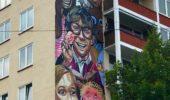 Das Leglos-Haus an der Linden- Ecke Ackerstraße mit einem großen Wandbild von Tom Brane.